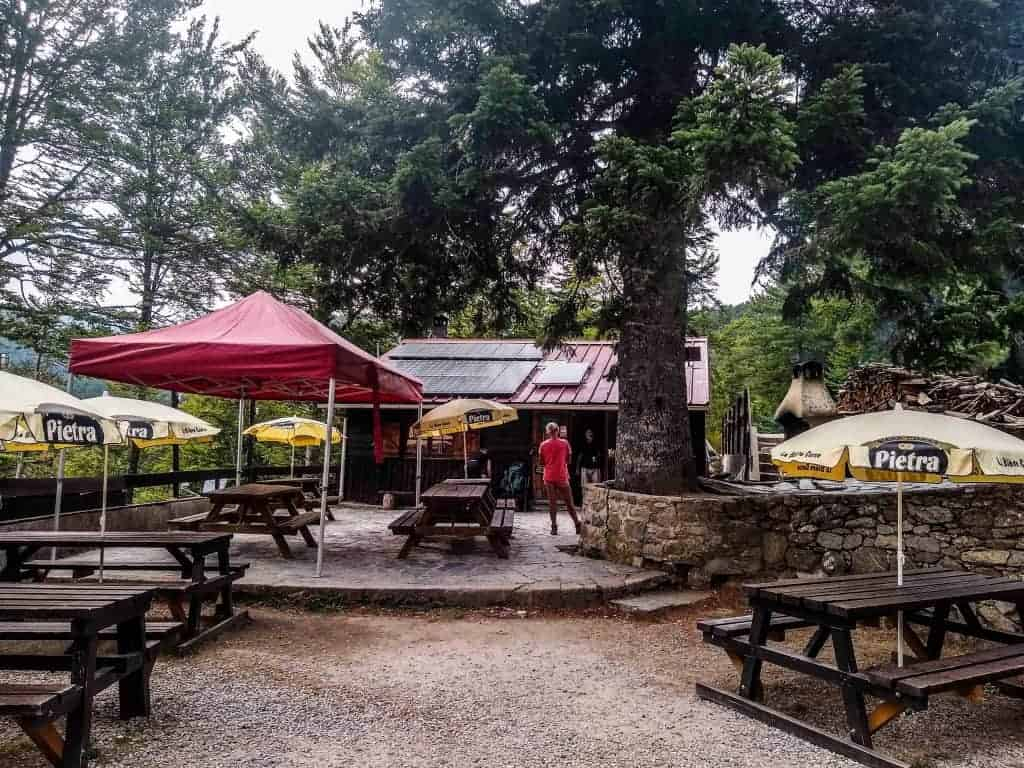 Picnic tables outside the Relais San Petru di Verdi