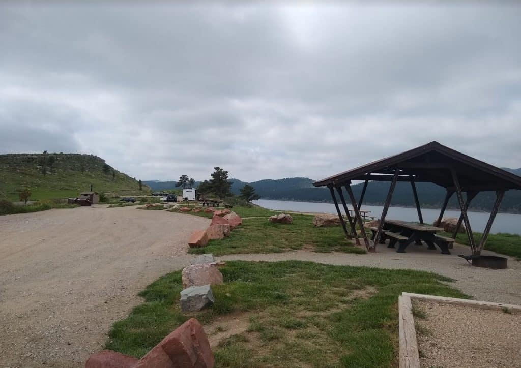 The picnic pavilion with Carter Lake behind it at the Carter Knolls Campground.